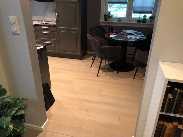 Deska 160m bredde 1 stavsparkett hellimt stavparkett grå eik eikeparkett grå Smal, børstet og elegant stavparkett